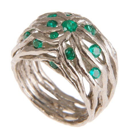 es.an.2– Along the river, ring, 18 karat palladium grey gold, Colombian emerald