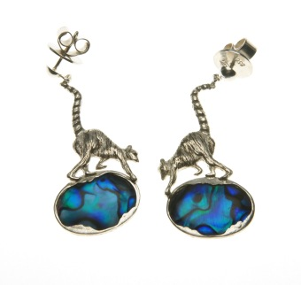 to.ar.2– Lemurs, earrings, 950 silver, abalone, patina