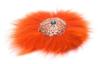 em.br.1– Feathered labyrinth, brooch, 950 silver, labradorite, natural fiber