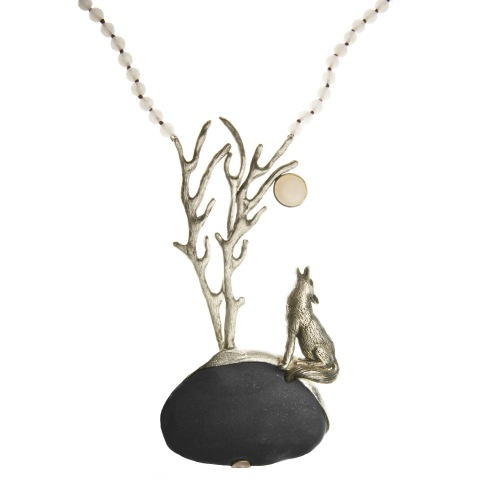 to.co.4– Howling Wolf, necklace, 950 silver, patina, boulder stone, quartz, mother pearl