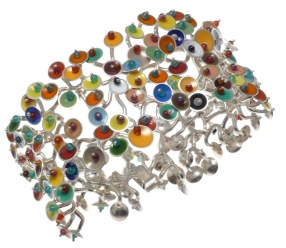 va.pu.1– Luminescences, bracelet, 950 silver, vitreous enamel, cornelian, onyx, turquoise, garnet, jadeite, rose quartz