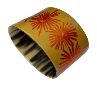 Tiny bang, bracelet, cow horn, mopa-mopa (resin from the colombian rainforest), gold foil
