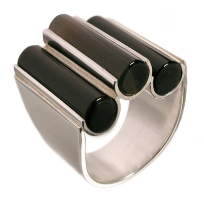 im.an.4– Magnet, ring, 950 silver, cow horn