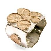 dp.pu.1– Victoria Amazónica, bracelet, 950 silver, 24 karat gold, patina